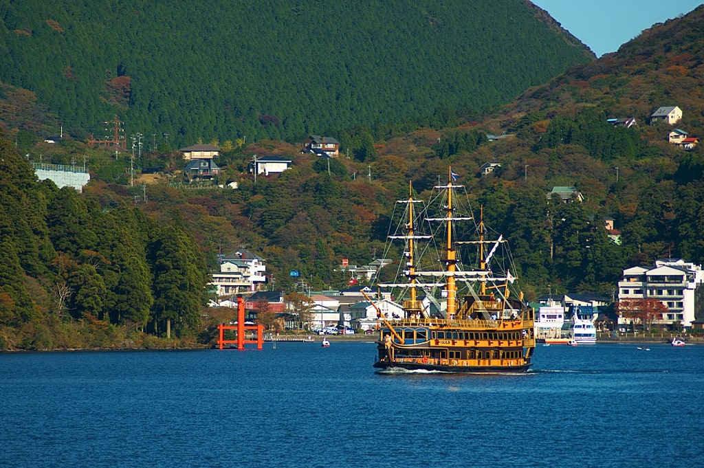 Lake Ashi sightseeing cruise in Hakoe