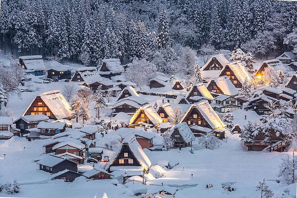 Winter wonderland scene in Shirakawago